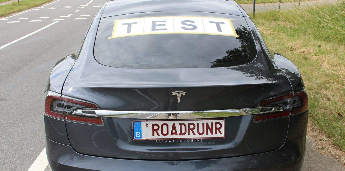 Tesla Model S прошла на одной зарядке более 900 км