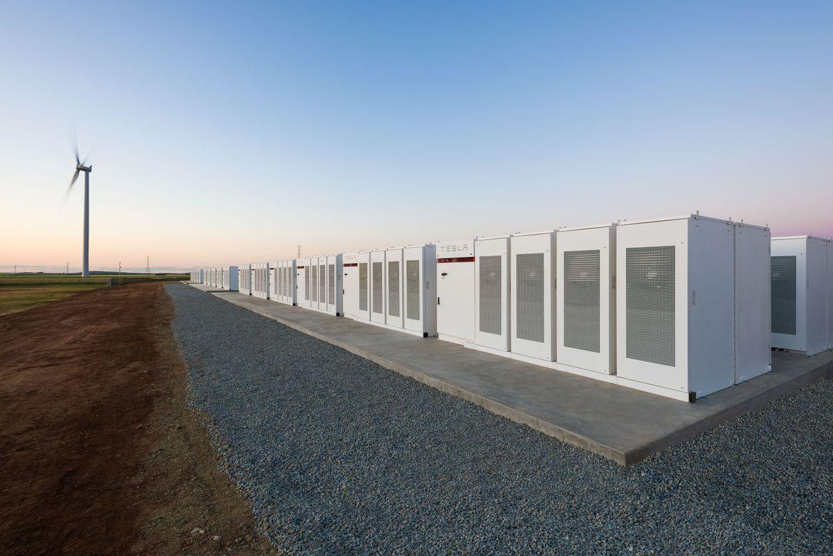 крупнейшее хранилище энергии - Tesla Powerpack в Южной Австралии