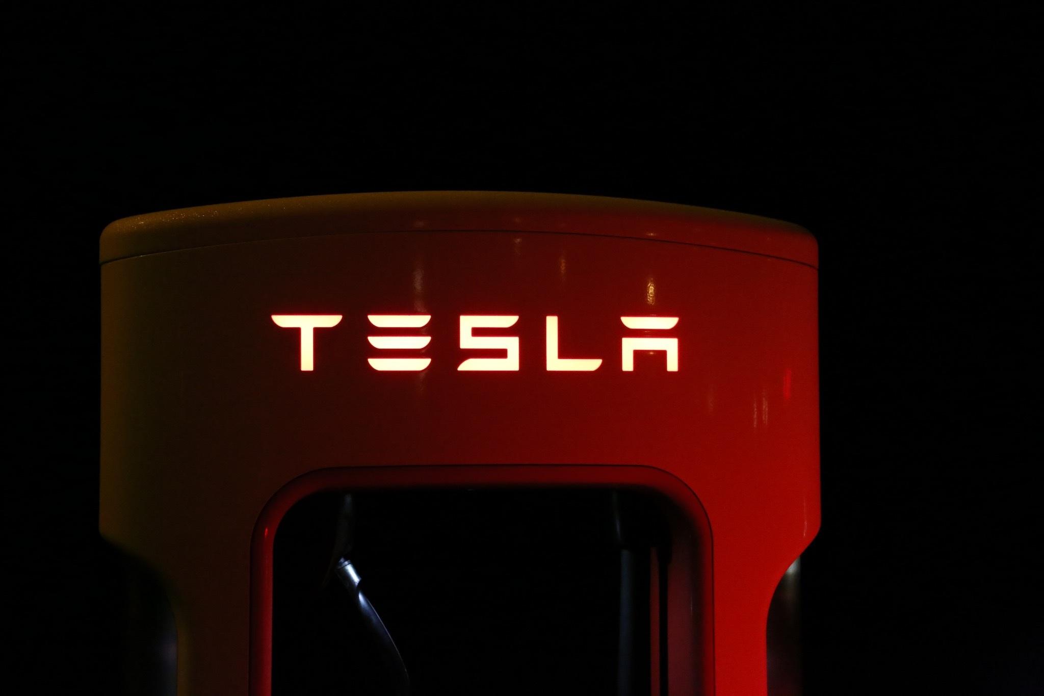 Tesla готовится к экспансии на массовый рынок и планирует удвоить количество зарядных станций в 2017 году