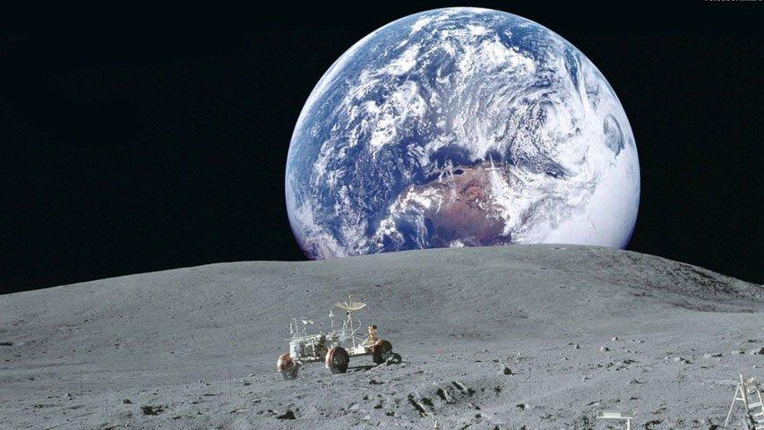 Илон Маск объявил о готовящемся полёте человека на Луну в 2018
