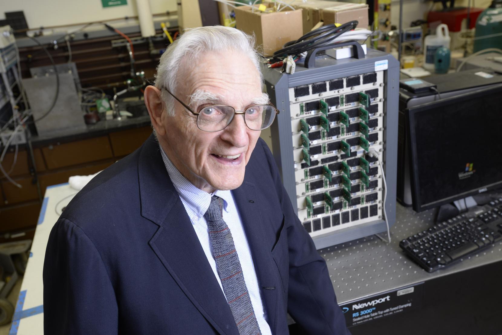 Разработана первая твердотельная батарея из стекла, которая обладает в три раза большей энергоёмкостью, чем ее литий-ионные аналоги