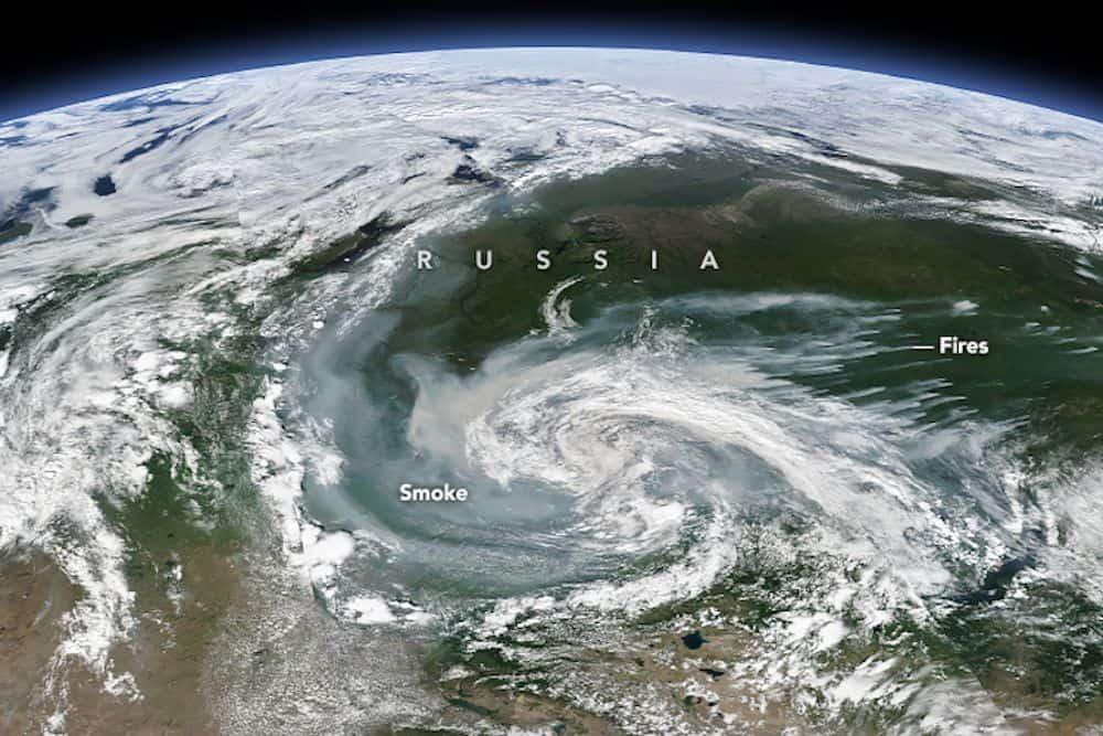 таяние ледников Гренландии - Лесные пожары в России производят так много дыма, что они видны из космоса