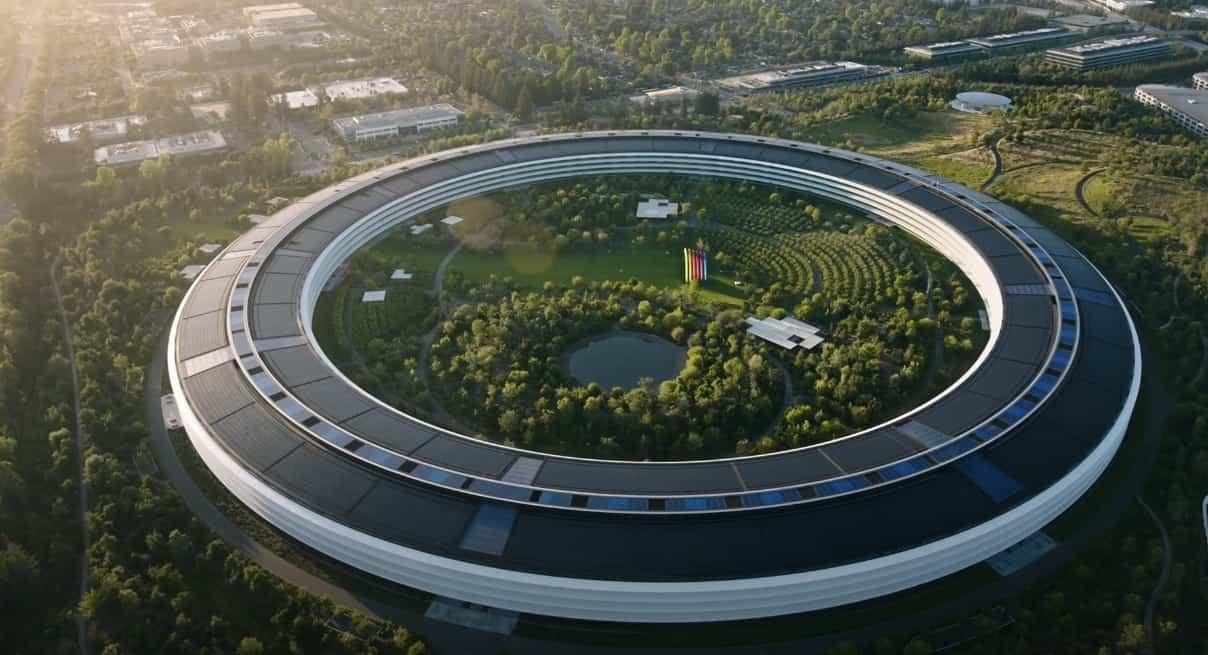 Apple покупает стартапы